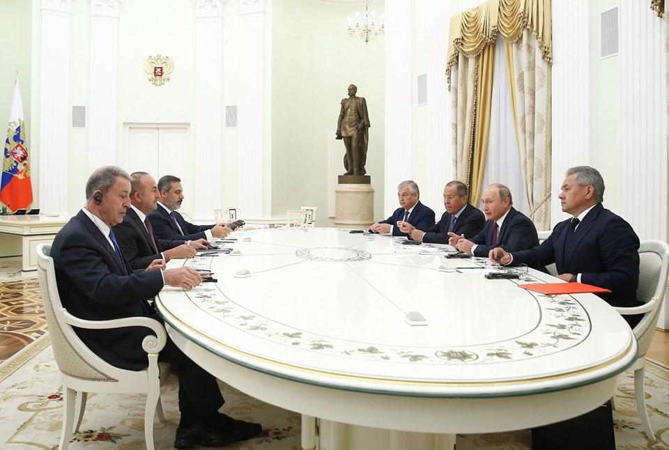Rusya Devlet Başkanı Vladimir Putin, resmi ziyaret amacıyla Rusya'nın başkenti Moskova'da bulunan Dışişleri Bakanı Mevlüt Çavuşoğlu, Milli Savunma Bakanı Hulusi Akar ve MİT Başkanı Hakan Fidan'ı kabul etti.