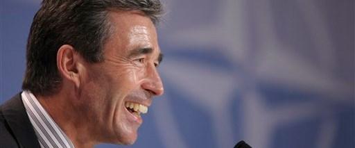 Rasmussen istifasını sundu