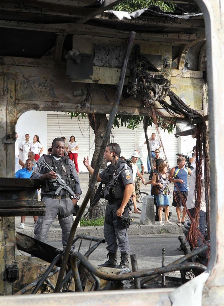 Rio de Janeiro varoşları savaş alanına döndü