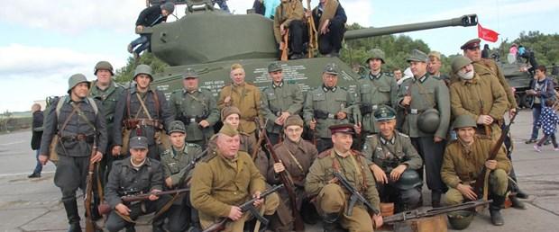 rus-ordusunda-selfie-cekmek-yasaklandi_6014_dhaphoto1.jpg