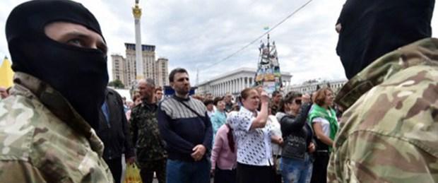 Rus yanlıları havaalanına saldırdı