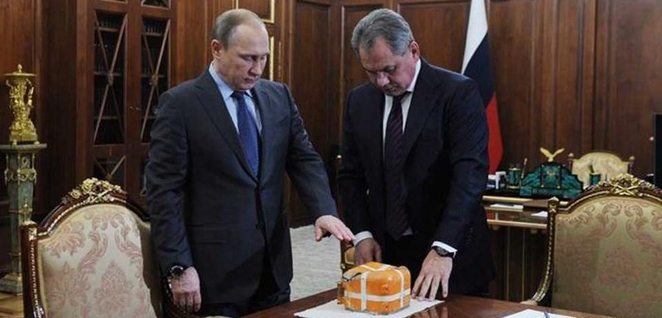 Rusya Devlet Başkanı Putin ve Savunma Bakanı Şoygu, Rus savaş uçağı Su-24'ün karakutusuyla birlikte basın toplantısı düzenlemişti.