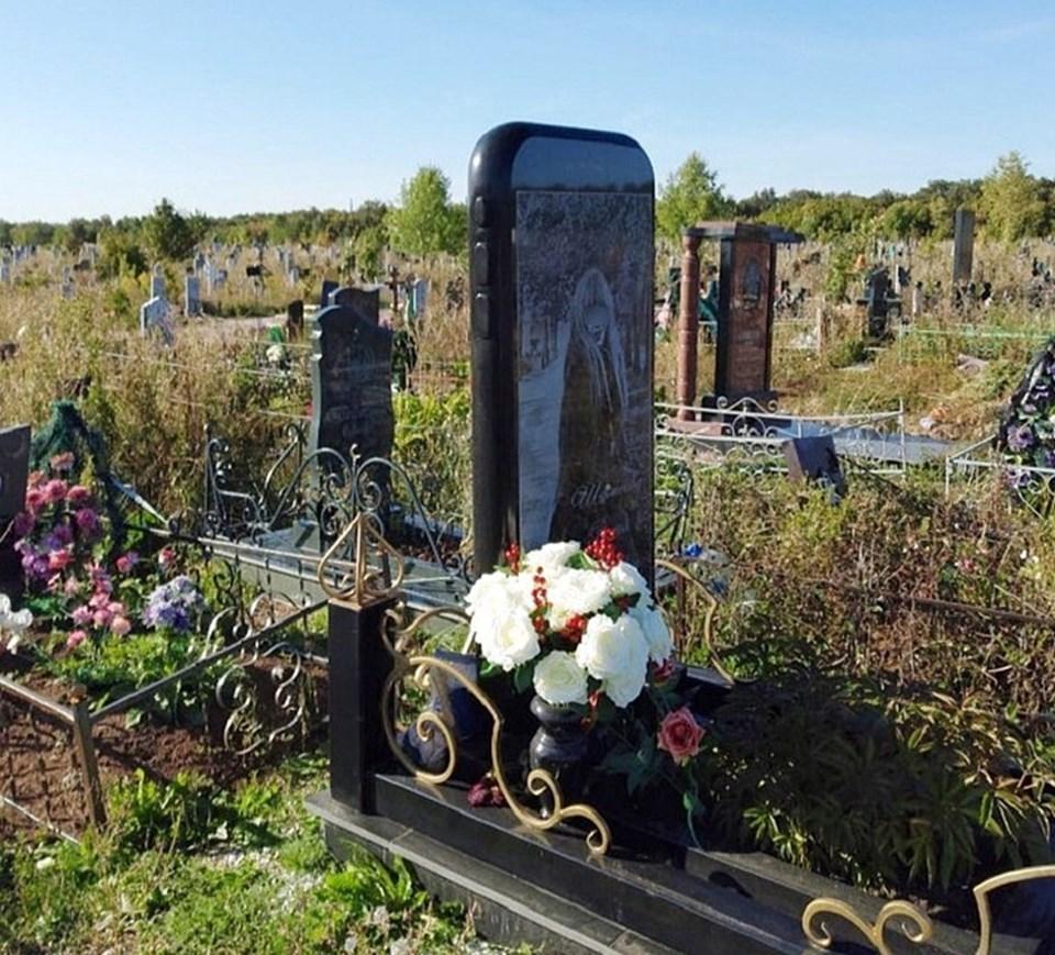 Rusya'da iPhone şeklinde mezar taşı yapıldı 83