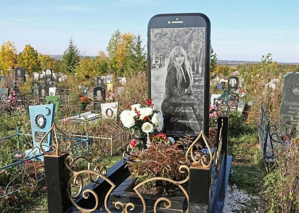 Rusya'da iPhone şeklinde mezar taşı yapıldı 29