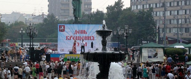 Rusya'da vaftiz günü ve laiklik tartışması