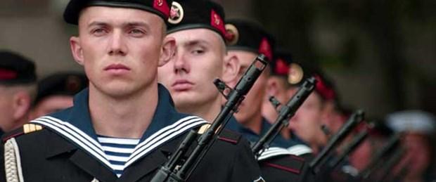 Rusya'dan Kırım'a tam donanımlı ordu