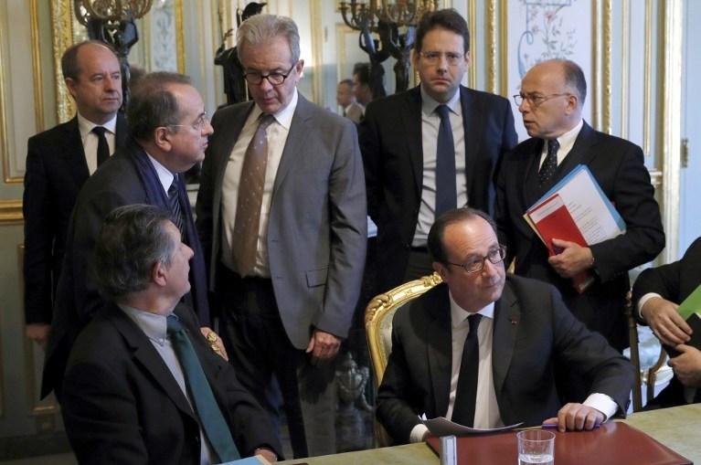Paris'teki terör saldırı sonrası Cumhurbaşkanı François Hollande başkanlığında güvenlik toplantısı yapıldı.