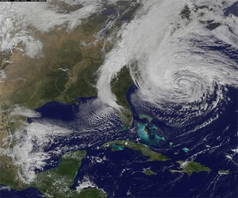 NASA'nın yayımladığı fotoğraf, Sandy'nin etkilediği alanı net bir şekilde gözler önüne seriyor.