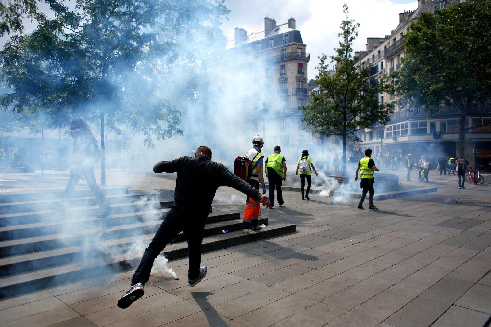 Sarı yelekliler AP seçimleri öncesinde yeniden sokaklarda