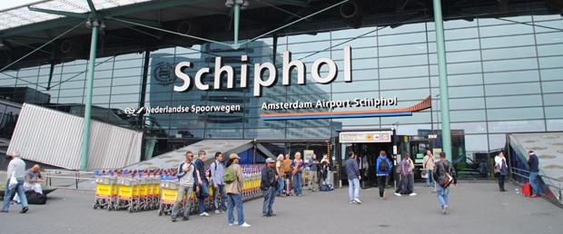 Amsterdam_Schiphol_Airport_entrance.jpg