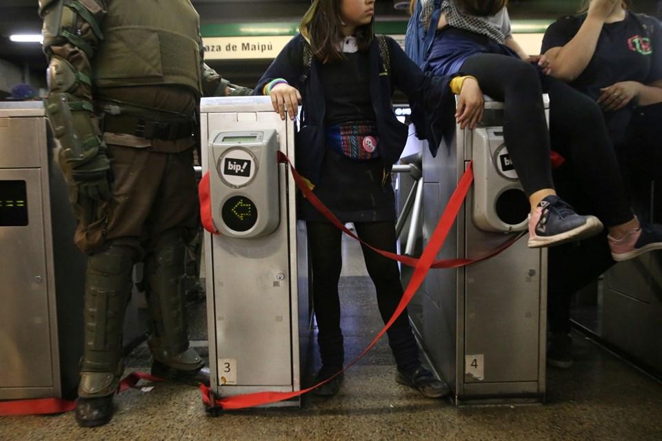 Şili'de ulaşım zammı protestolarında çatışma