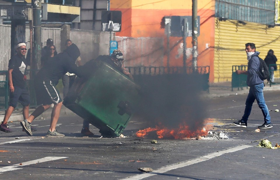 Şili'de zam karşıtı protestolar: 8 ölü