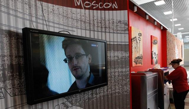 Snowden'ın hala Moskova havaalanındaki transit bölgede olduğu tahmin ediliyor.