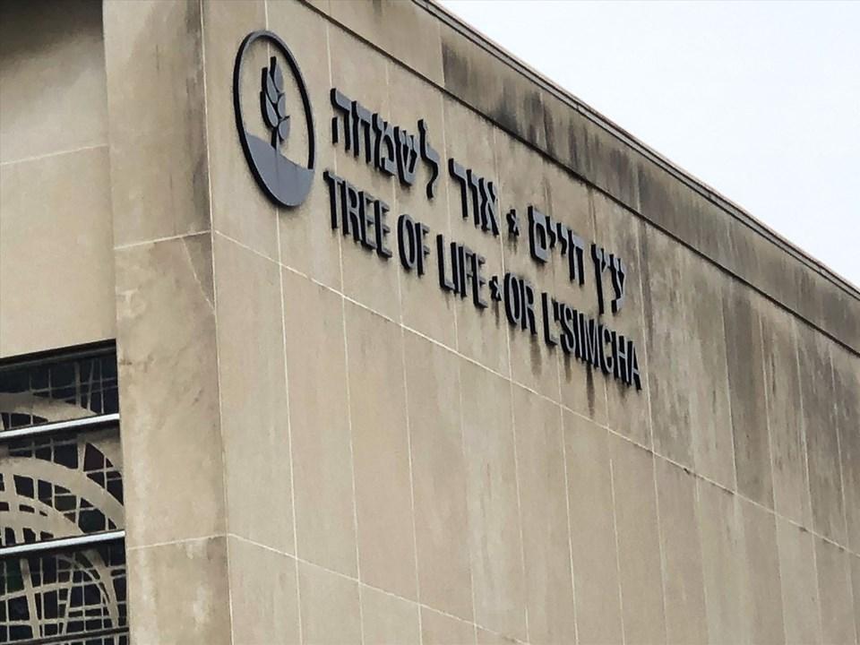 Fotoğrafta, saldırının gerçekleştiği sinagog binası görülüyor.