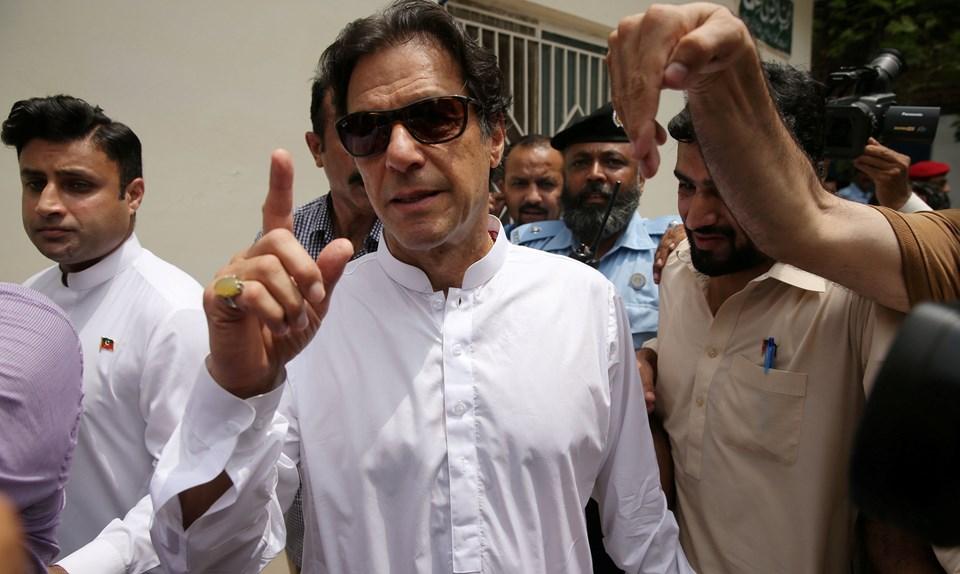İmran Han'ın partisi Pakistan Tahrik-i İnsafı (Pakistan Adalet Hareketi - PTI) seçimde iddialı.