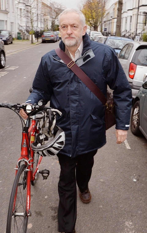 Jeremy Corbyn (66), geçtiğimiz yıl seçimleri kaybeden İşçi Partisi'nde Ed Miliband'ın yerine lider seçilmişti.