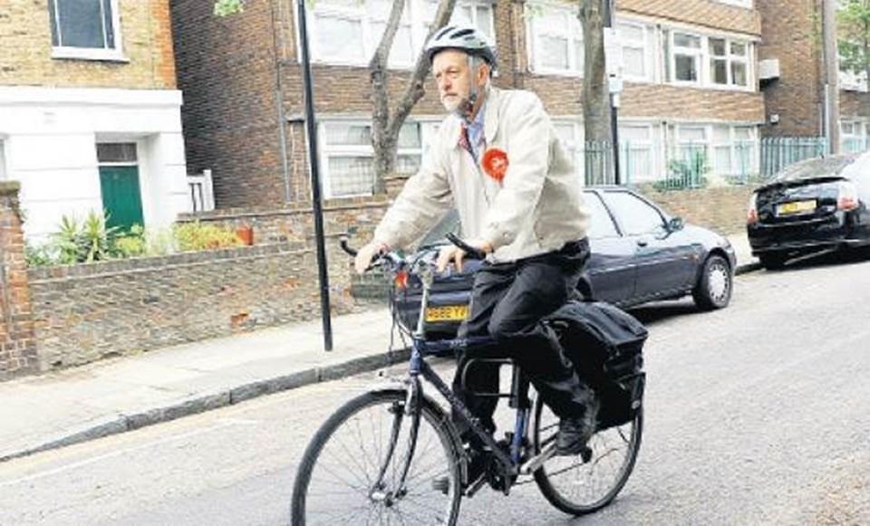 Corbyn, sık sık bisiklet, metro ve diğer toplu taşıma araçlarını kullanıyor.