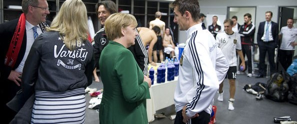 'Soyunma odasındaki Merkel' gücendirdi