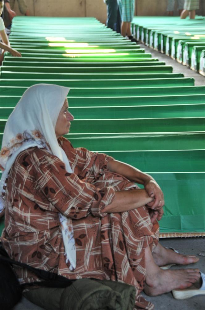 Srebrenitsa'da ölenler anılıyor
