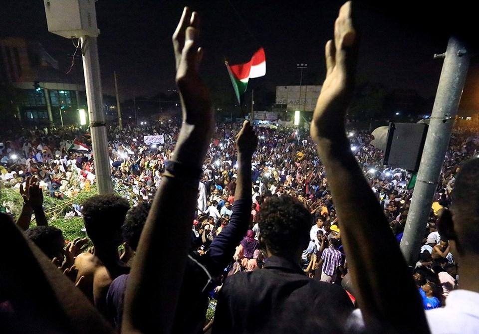 Ülkede,19 Aralık 2018'den bu yana protestolar yapılıyor