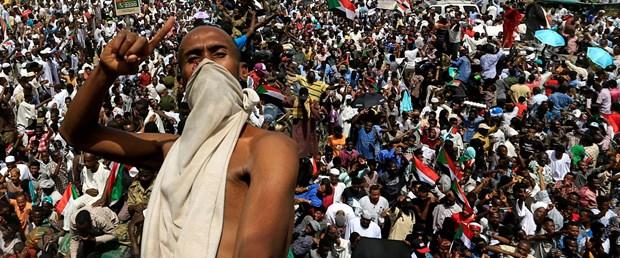 2019-04-12T173549Z_513185458_RC182AC5A0D0_RTRMADP_3_SUDAN-POLITICS.JPG