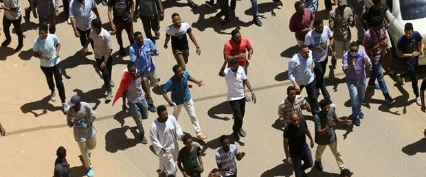 2019-04-06T183701Z_1617810654_RC1177C40E00_RTRMADP_3_SUDAN-PROTESTS.JPG