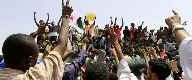 2019-04-12T154611Z_323799421_RC1F50944290_RTRMADP_3_SUDAN-POLITICS.JPG