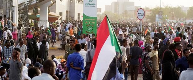 2019-04-11T180924Z_1441466439_RC1D0DC4A7B0_RTRMADP_3_SUDAN-POLITICS.JPG