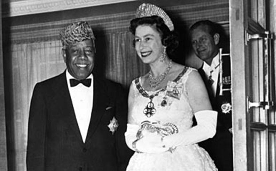 General Abbud, Kraliçe II. Elizabetlh ile