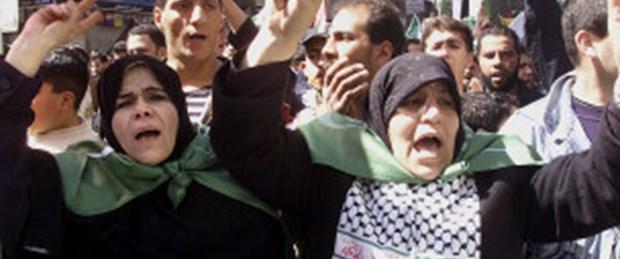 Suriye'de kadın ve çocuklar sokakta