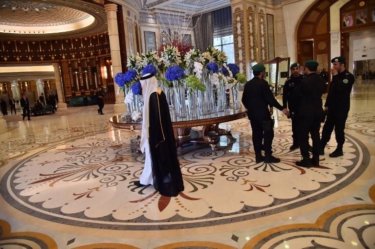 Suudi Arabistan'ın başkenti Riyad'daki Ritz Carlton oteli aylarca lüks bir cezaevi olarak hizmet vermek zorunda kaldı.