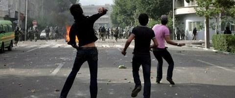 Tahran sokakları yine karıştı
