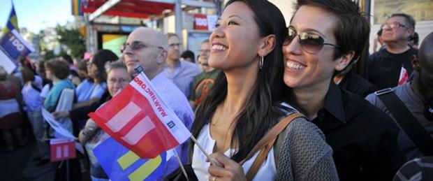 Tarihi karar eşcinselleri sokağa döktü