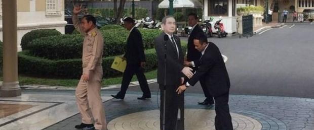 tayland başbakan karton maket090118.jpg