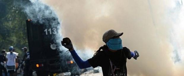 Tayland'da 'istifa etmem' resti