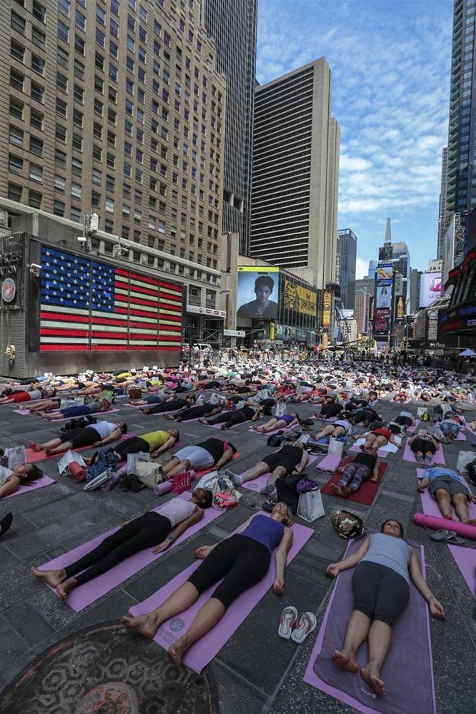 Times Meydanında yoga günleri