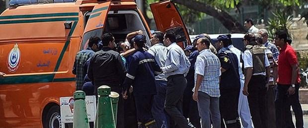 Trende bomba patladı: 2 ölü