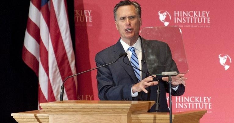 """Trump'a sert eleştirilerde bulunan Romney, """"Onun hayal gücü gerçek güçle buluşmamalı"""" dedi."""