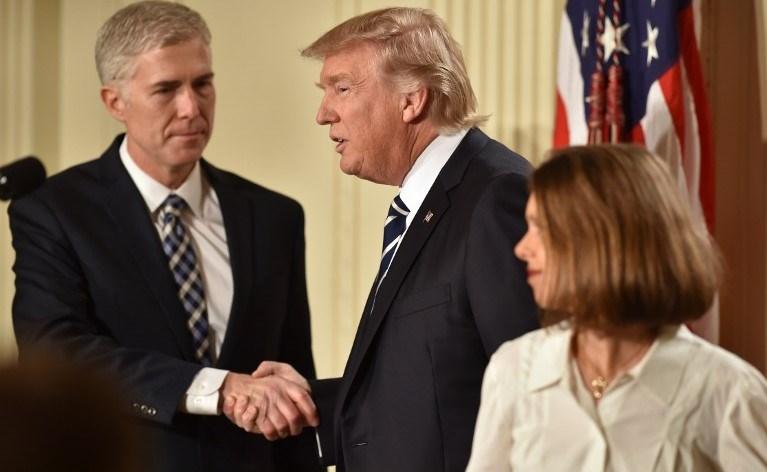 ABD Başkanı Donald Trump, muhafazakar yargıç Neil Gorsuch'u aday gösterdi.