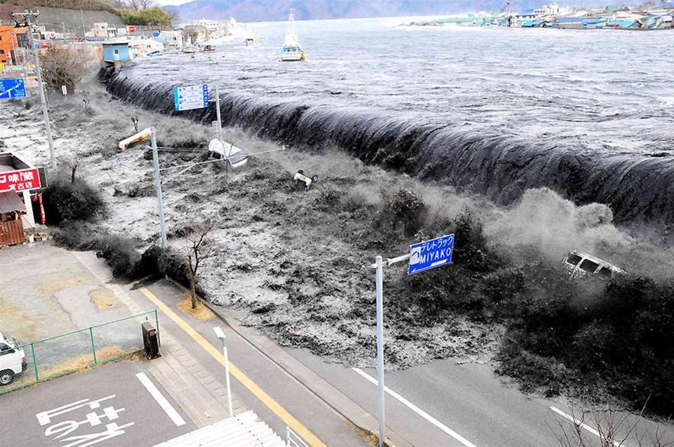 Tsunami 500 km hızla vurdu