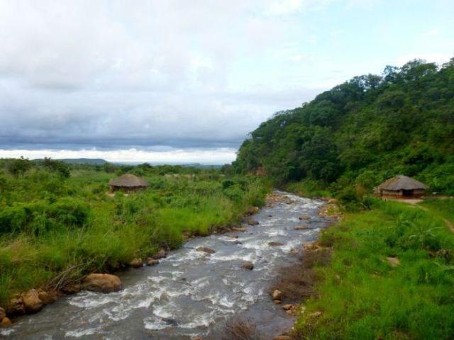 Tanganyika Gölü'ne doğru yol alırken