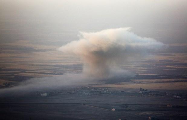 Peşmerge güçleri ve Amerikan askerleri ,Zertek Dağı'ndan DAEş hedeflerini böylevuruyor