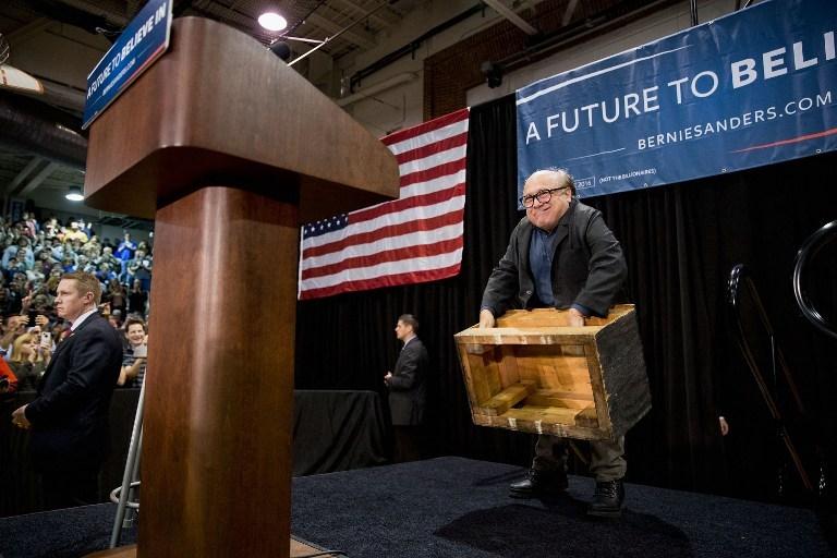 DeVito'dan Sanders'e destek
