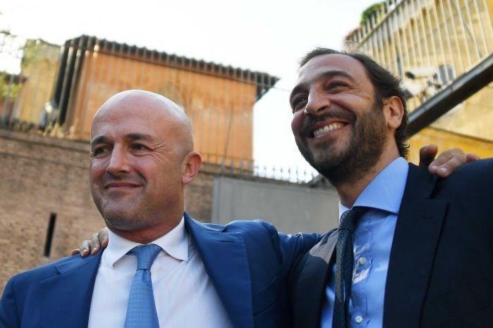 Gazeteci Gianluigi Nuzzi veEmiliano Fittipaldi