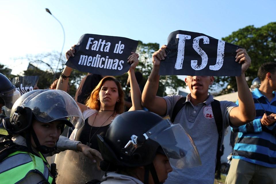 jvenes delincuentes en venezuela essay NtroducciÓn el internet es una red de computadorasen esta chile, brasil, colombia, perú y venezuela en méxico instrumento más para los delincuentes y.