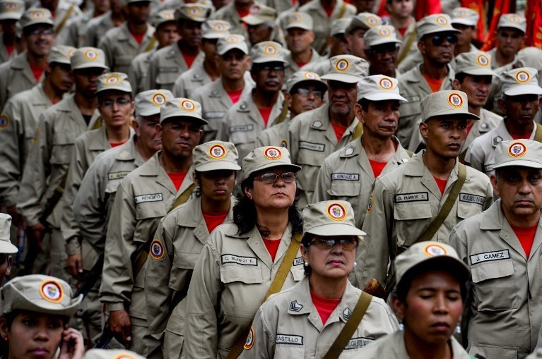 Venezuela Devlet Başkanı Maduro 100 bin olan Bolivarcı milis sayısını 500 bine çıkaracaklarını söyledi.