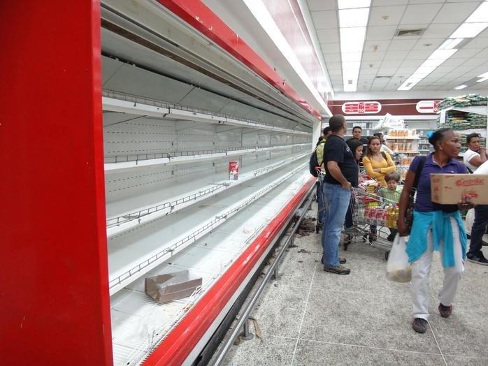 Marketlerde raflar genellikle boş.