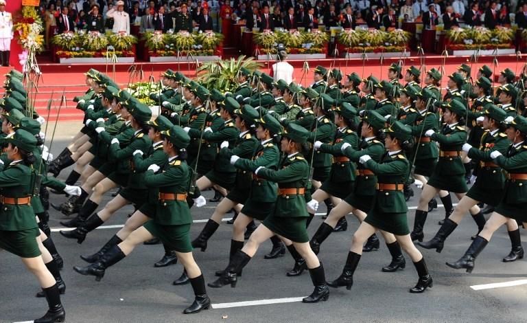 Kadın askerden gözdağı