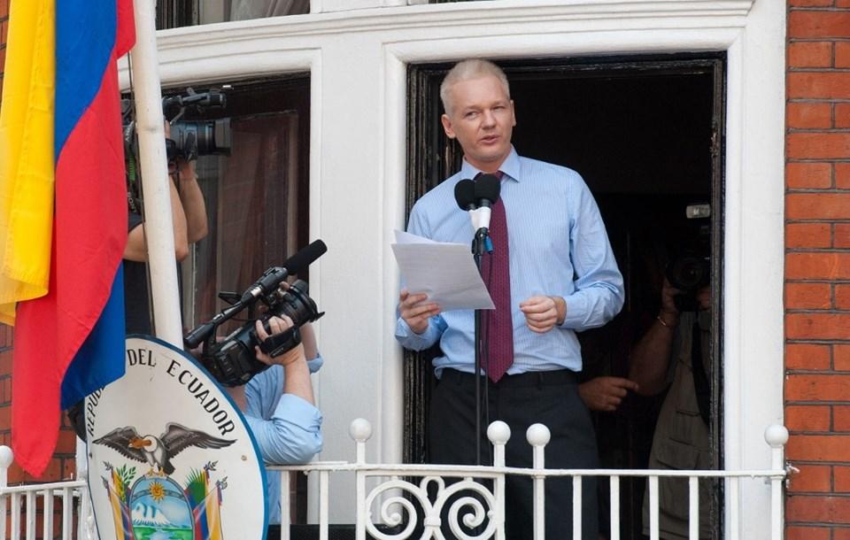 Assange 2012 yılındaLondra'daki Ekvador Büyükelçiliği'ne sığınmıştı. Wikileaks'in kurucusu 40 yaşındayken büyükelçilik önünde basın açıklamasında bulunmuştu.