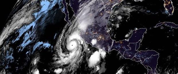 Willa kasırgası saatte 249 km hızla Meksika'ya yaklaşıyor